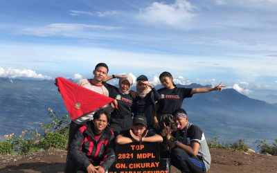 Senyum di Puncak Gunung Cikuray